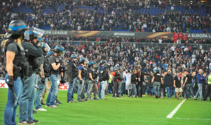 足球跨越传统竞赛 电竞也面临着球迷的攻击