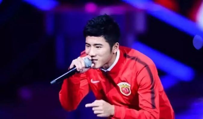 足球界的音乐才子 上海上港射手李圣龙