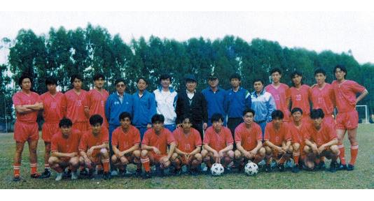 青岛市首家职业足球俱乐部今天二十五岁了