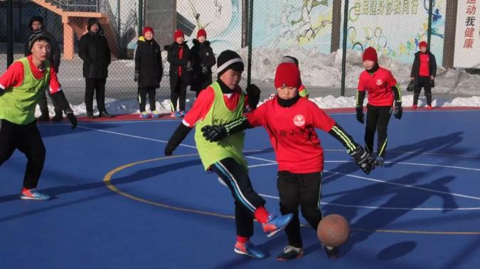 海伦实验小学获得校园雪地足球赛冠军
