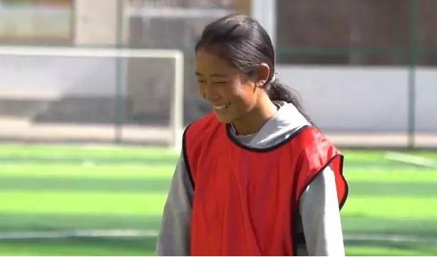 布拖的足球少女:踢足球时,我最快乐