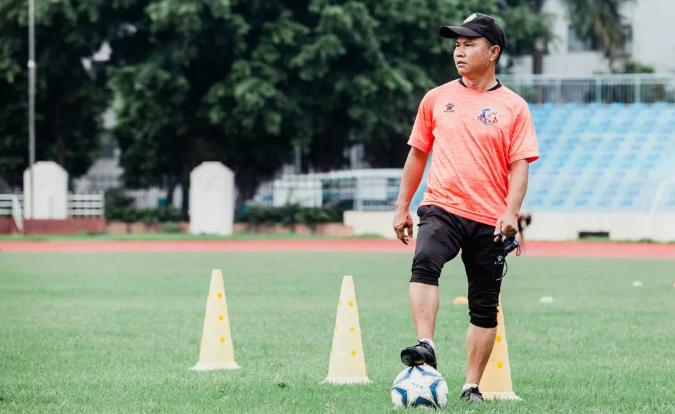 冯华军:让孩子从足球运动中去认识到自己