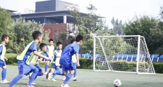李宁体育提供足球青少年训练营装备保障