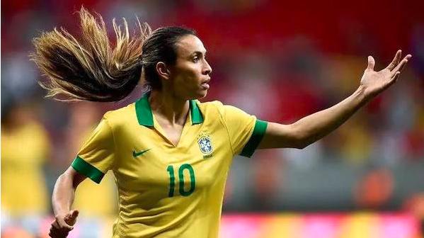 巴西女足传奇球星马达暂别球坛