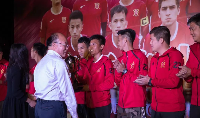 断箭俱乐部庆祝夺得湛江足球超级联赛冠军