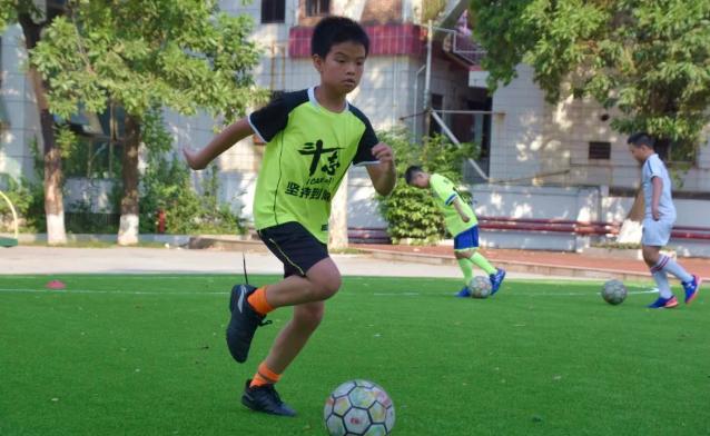 东莞市厚街镇中心小学足球场即将投用