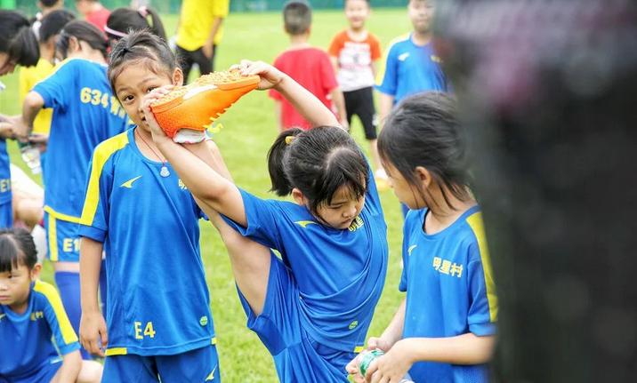 足球明星村 人和镇足球青训基地启动