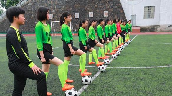 """湖南保靖 一所""""踢""""出特色的足球学校"""