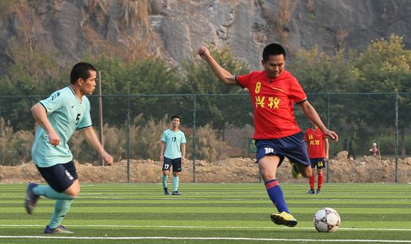推动足球发展 灵山县完善基础设施
