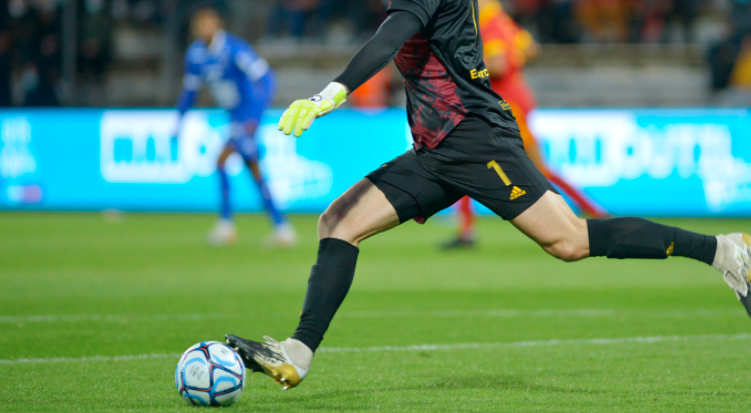 西奥·吉瓦克离开阿威龙转战瑞士联赛